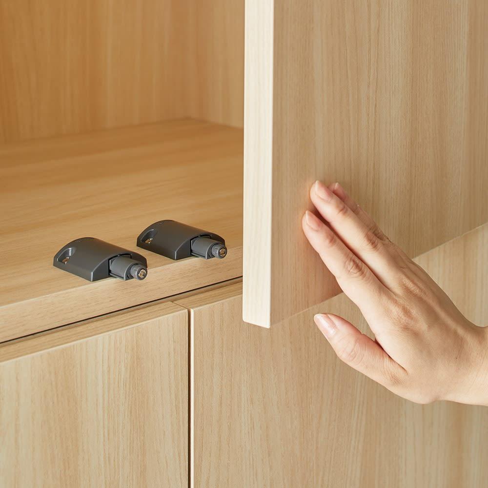 Wand/ヴァント 高さオーダー天井突っ張り本棚 奥行45cm 幅90cm すっきり取っ手のないプッシュオープン扉。