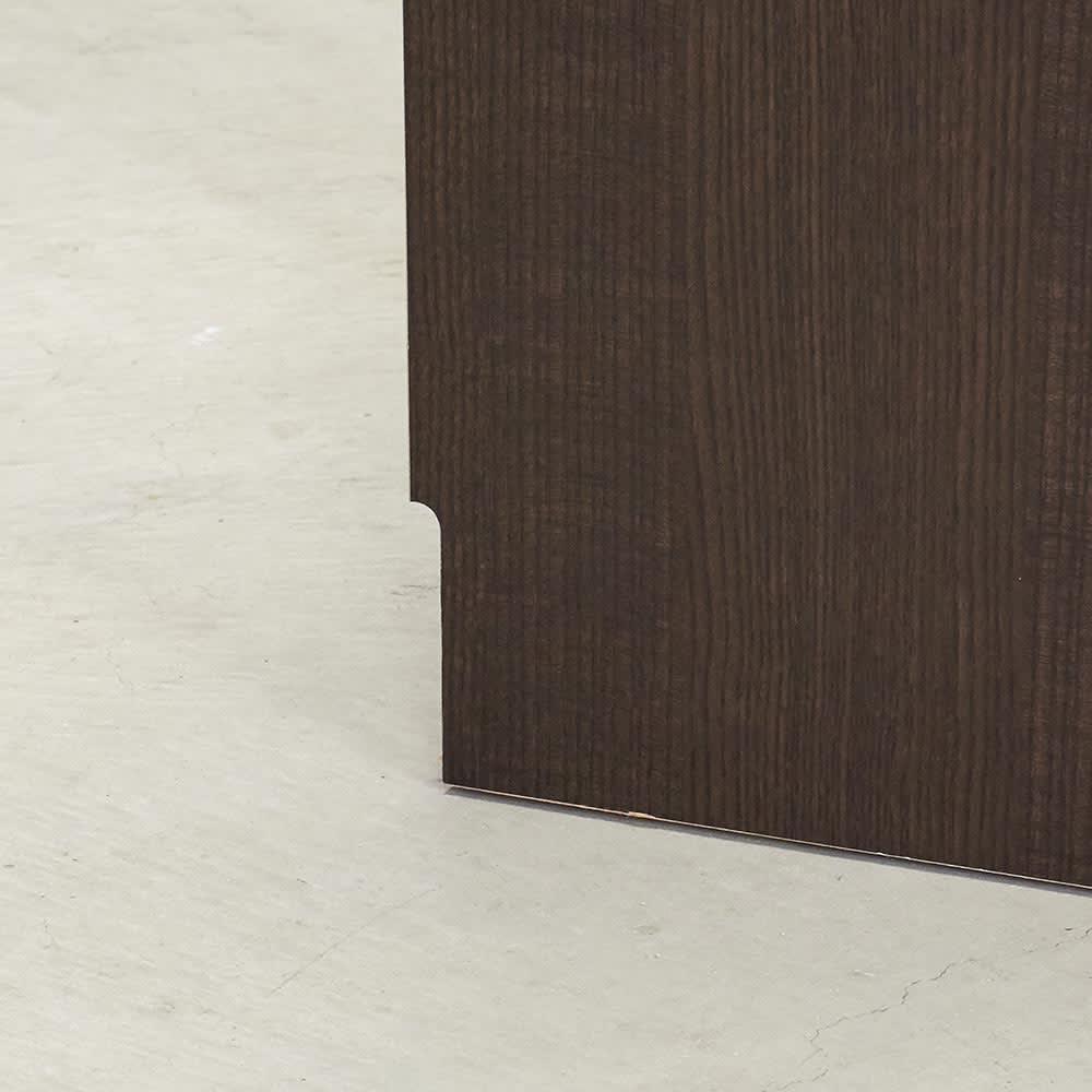 Forma/フォルマ ウッドフレームスクエアキャビネット6枚扉 巾木よけカットがされているので、壁にピッタリ設置できます。