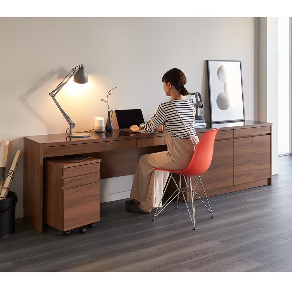 Granite/グラニト デスクシリーズ キャビネット幅119cm 薄型ながら、PC作業もゆったり行えます。