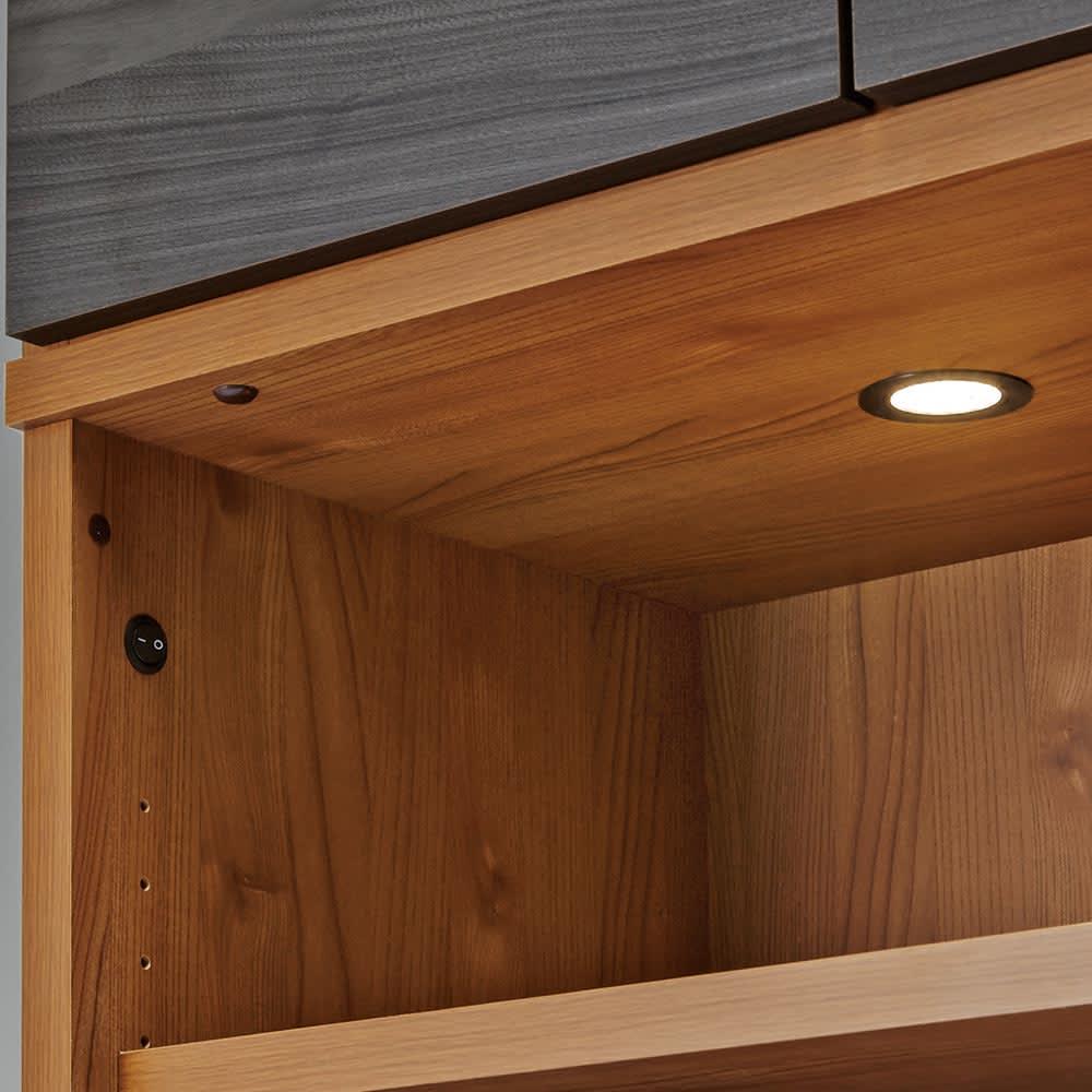 K'astani/カスターニ LEDライト付きバイカラーコレクション本棚 幅79cm LED付でコレクションを美しく照らします。