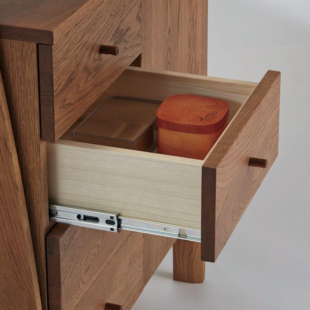 天然木シェルフキャビネット 片開きタイプ[素材:オーク/アルダー]幅75cm 引き出しはスライドレール付きで開閉スムーズ。