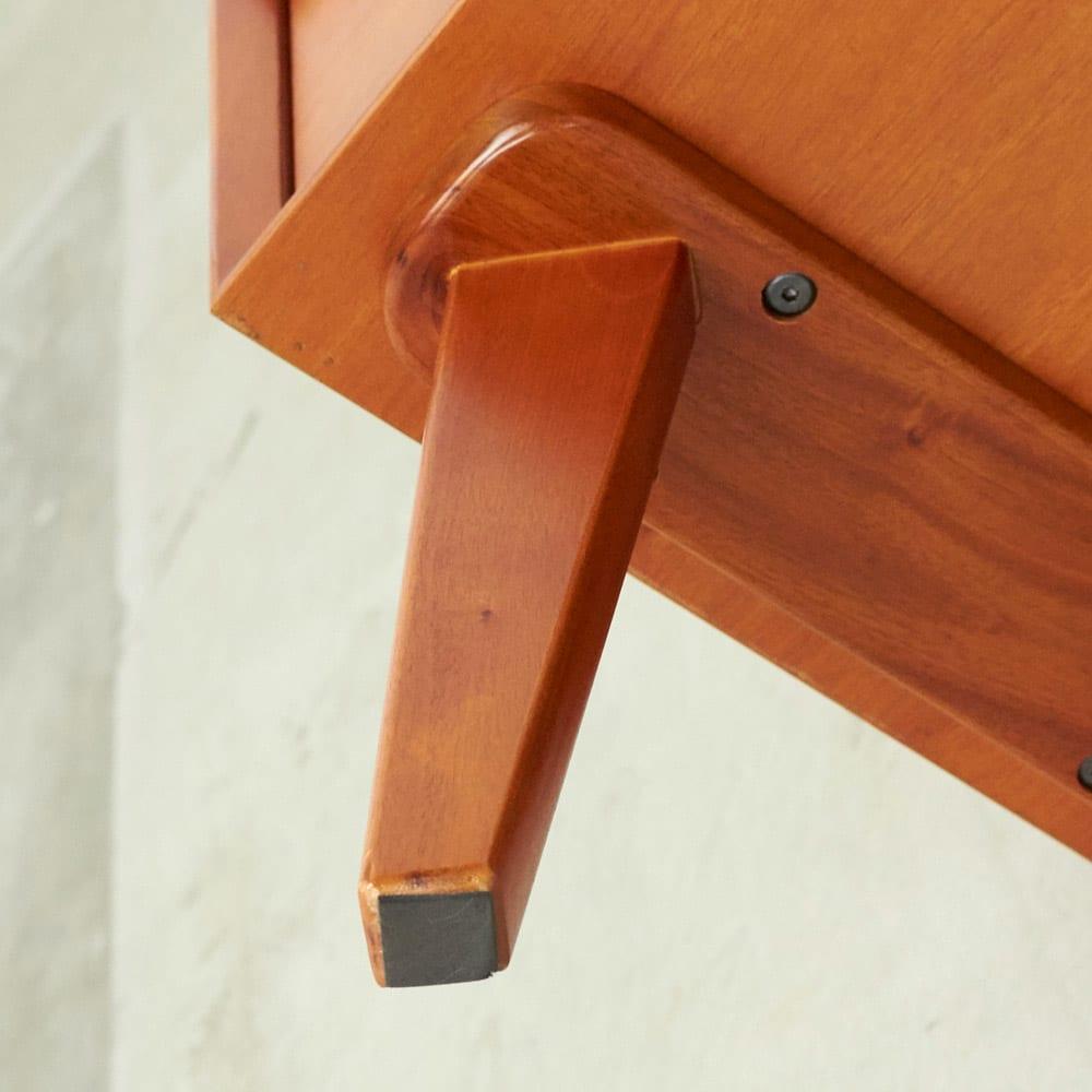 北欧ヴィンテージ風Vカットデザイン リビングシェルフ・ディスプレイラック 幅85cm高さ123cm 天然木製の脚が付くことで、軽やかさが同居する絶妙なデザインに。