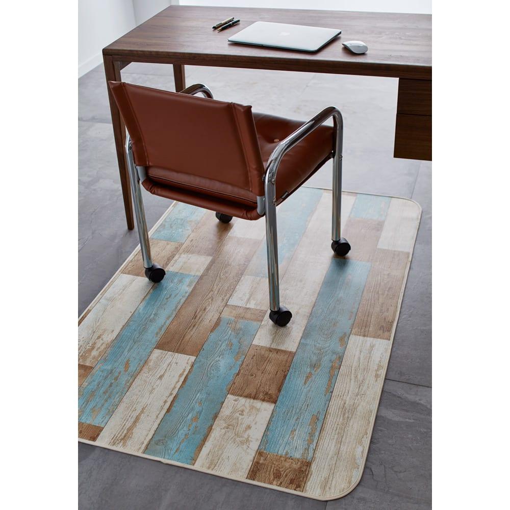 水や汚れ、傷にも強い 古材フローリング調キッチンマット 幅約65cm(丈約120~270cm) [色見本]ブルー ※写真はデスク下マットタイプです。
