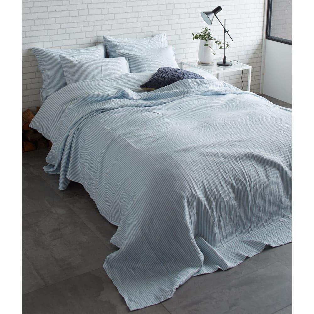 French Linen/フレンチリネン ヘリンボーン織カバーリング ベッドシーツ [コーディネート例](イ)ライトブルー ※お届けはベッドシーツです。※実際の色よりも暗く写っています。