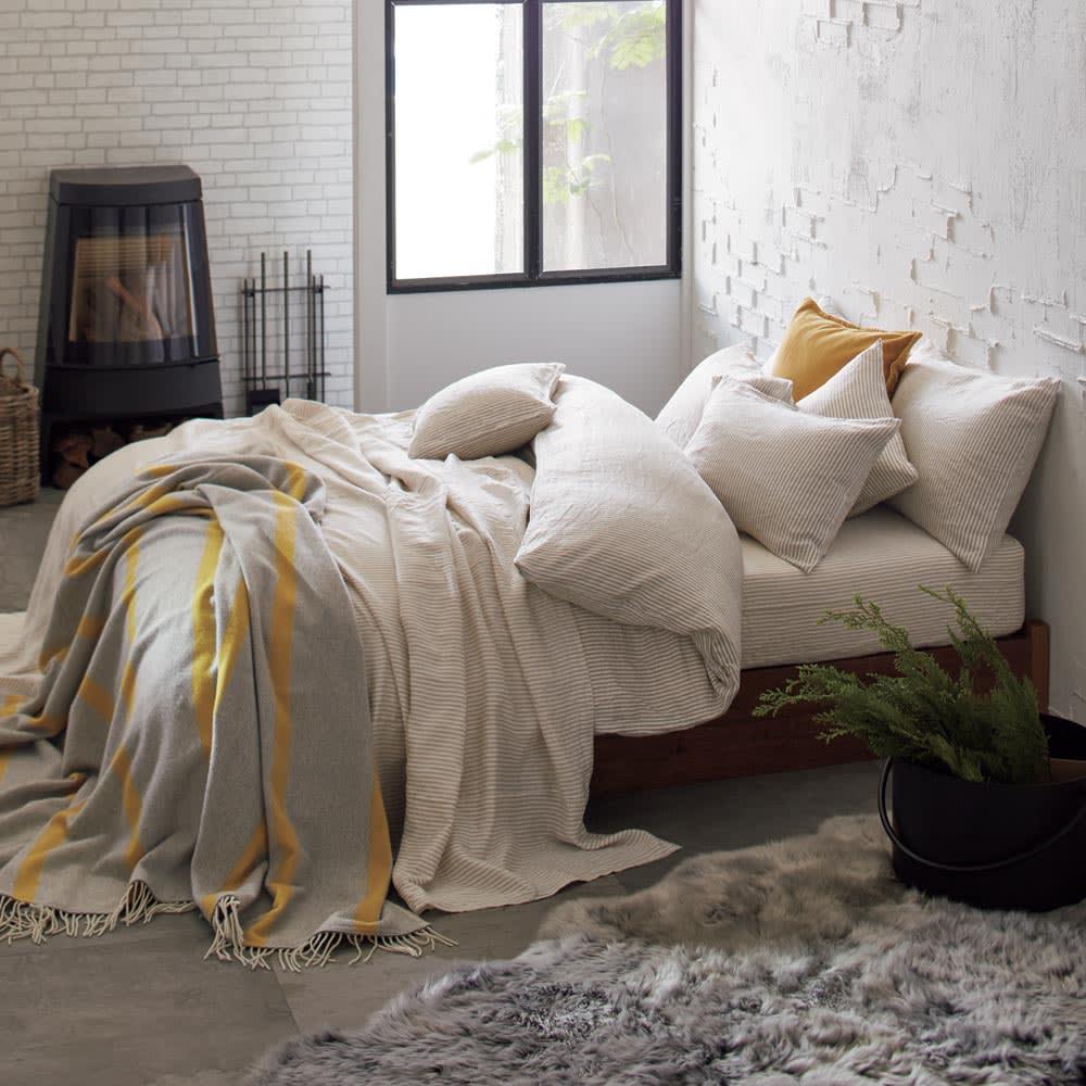 French Linen/フレンチリネン ヘリンボーン織カバーリング マルチカバー [コーディネート例](ウ)ナチュラル(WEB限定色) ※お届けはマルチカバーです。