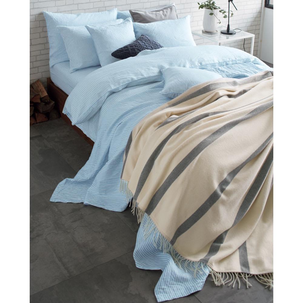 French Linen/フレンチリネン ヘリンボーン織カバーリング クッションカバー [コーディネート例]ライトブルー ※お届けはクッションカバーです。