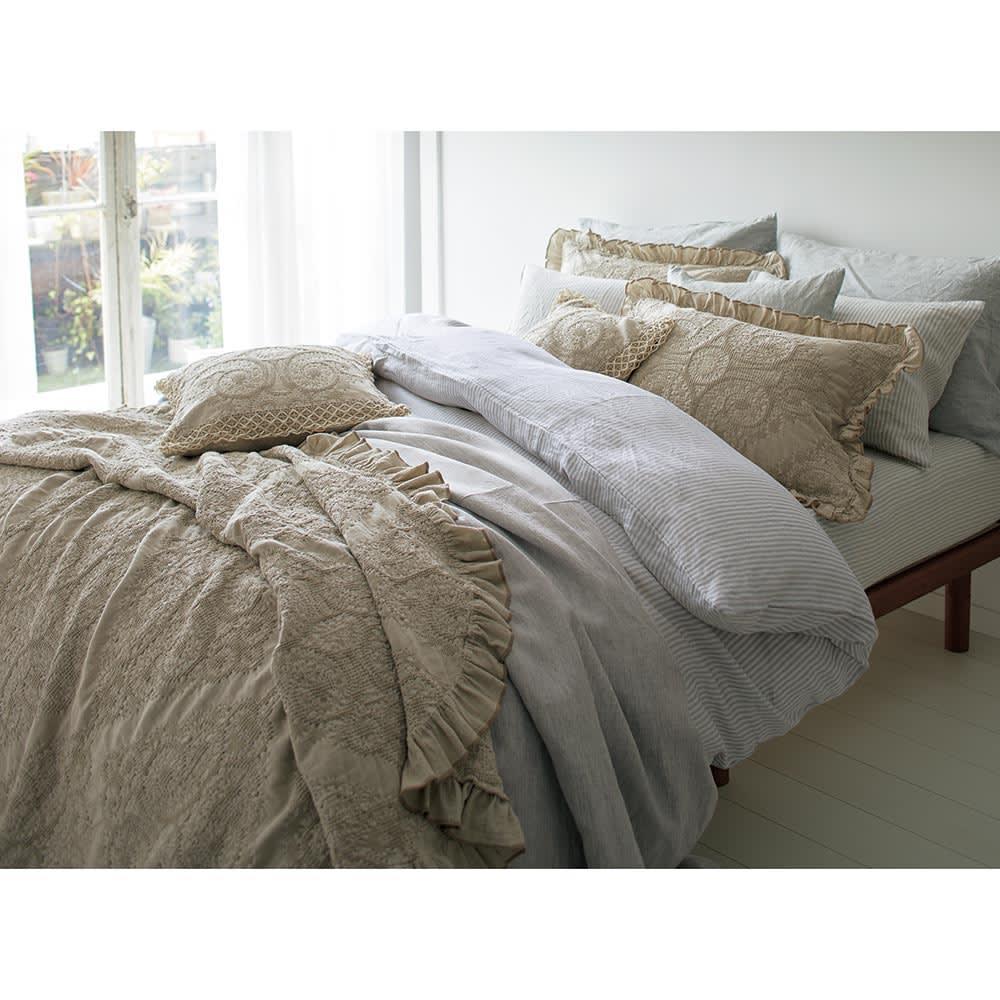 ポルトガル製カバーリング Livia/リヴィア マルチカバー コーディネート例 ベッドスプレッドとしても