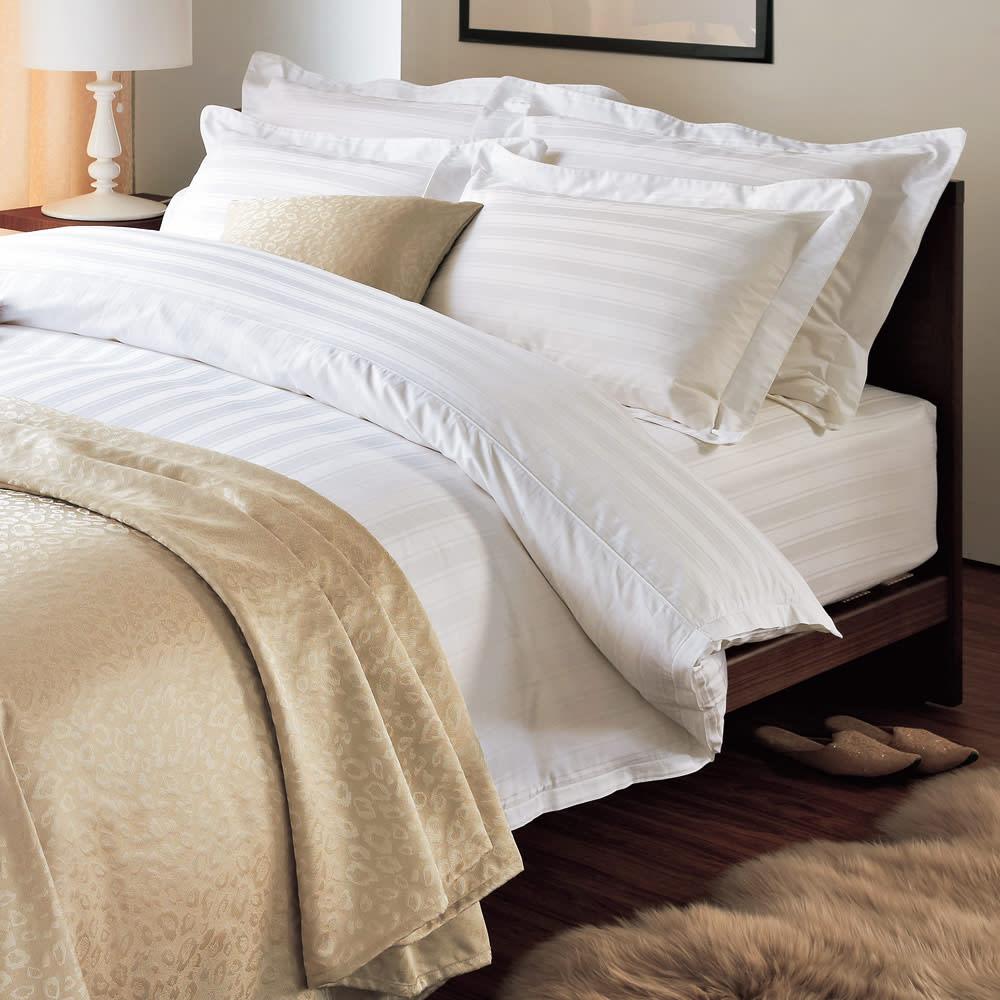 Sateen/サティーン ストライプ 超長綿カバーリング ベッドシーツ ホテルスタイルコーディネート例。