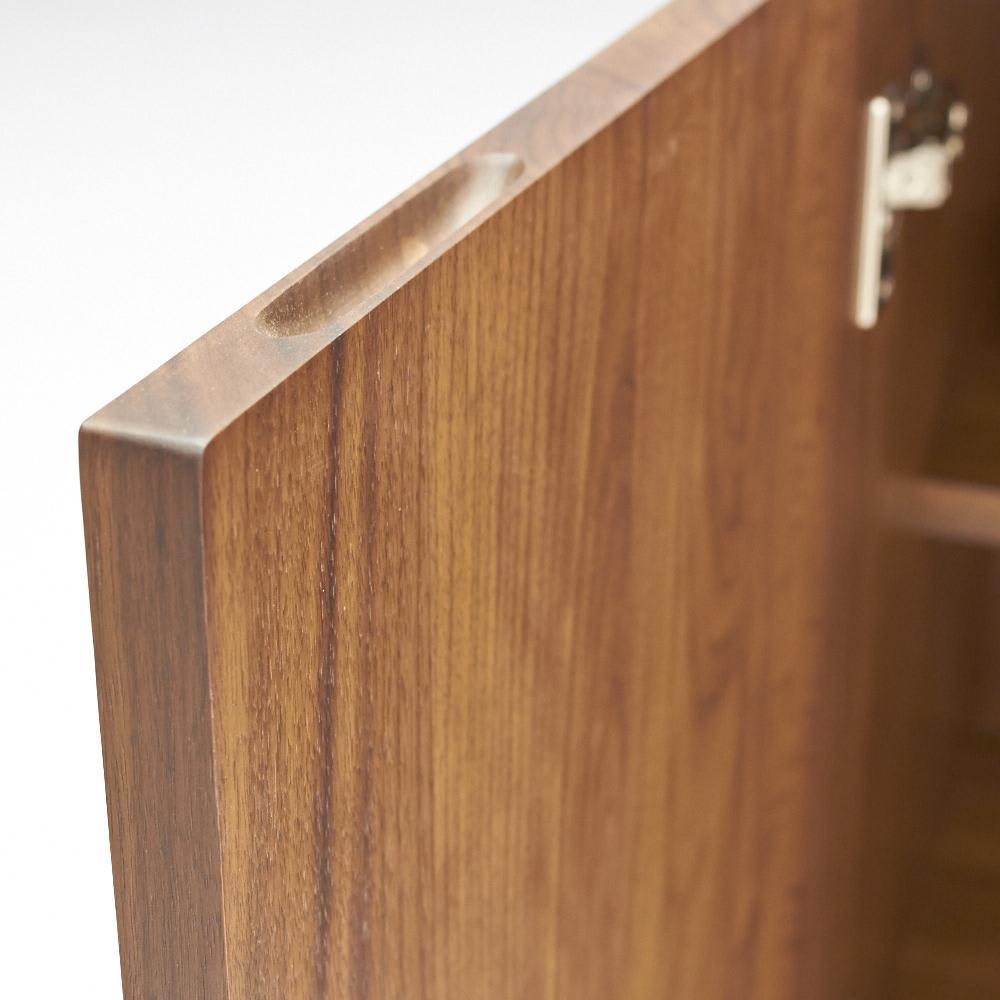 Nyhavn(ニューハウン) ウォルナットベッドサイド収納 キャビネット 幅80奥行45高さ70cm 扉の木口も丁寧な作りです。無垢だからできる仕上げです。