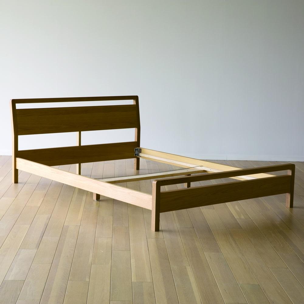 MARK/マーク 木製ベッド ウォルナット ベッドフレームのみ 女性でも簡単な組み立て式。接合には厳しい強度を求めた金具を厳選しているため、耐久性も◎