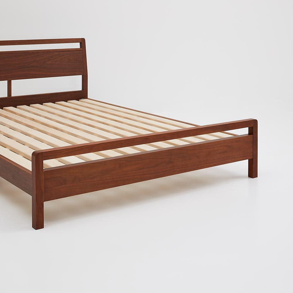 国産ユーロトップポケットコイル ウォルナット MARK/マーク 木製ベッド フットボードは木目を生かしたデザイン