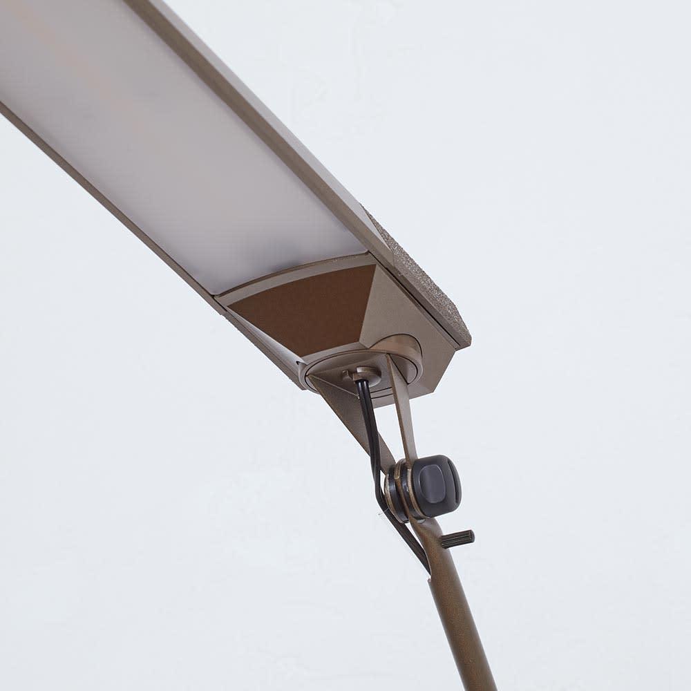 向きと高さを自由に変えられる センサー式LEDデスクライト エグザーム(EXARM)ライト 消灯時