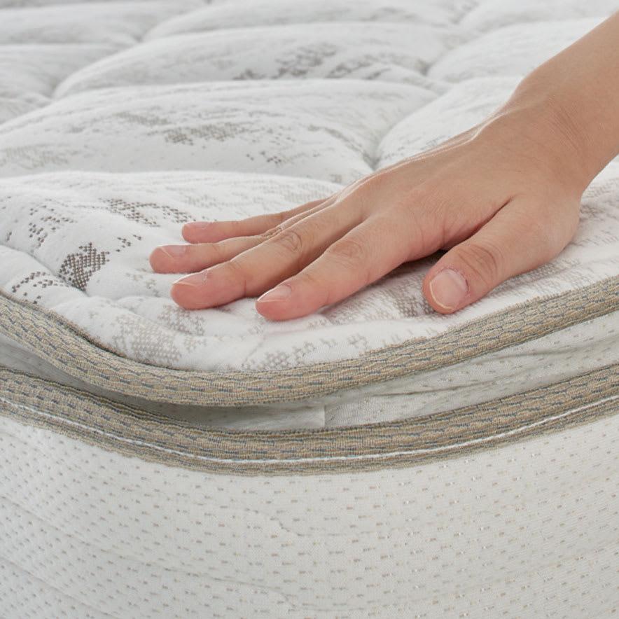 【配送料金込み 組立・設置サービス付き】【カバー付き】SIMMONS ダブルクッションベッド 6.5インチピロートップ この上ない眠りと心地よい安定感を贅沢に味わうピロートップ。マットレスの上に一体化したクッション材を施した、やさしく体を包み込む贅沢な寝心地。