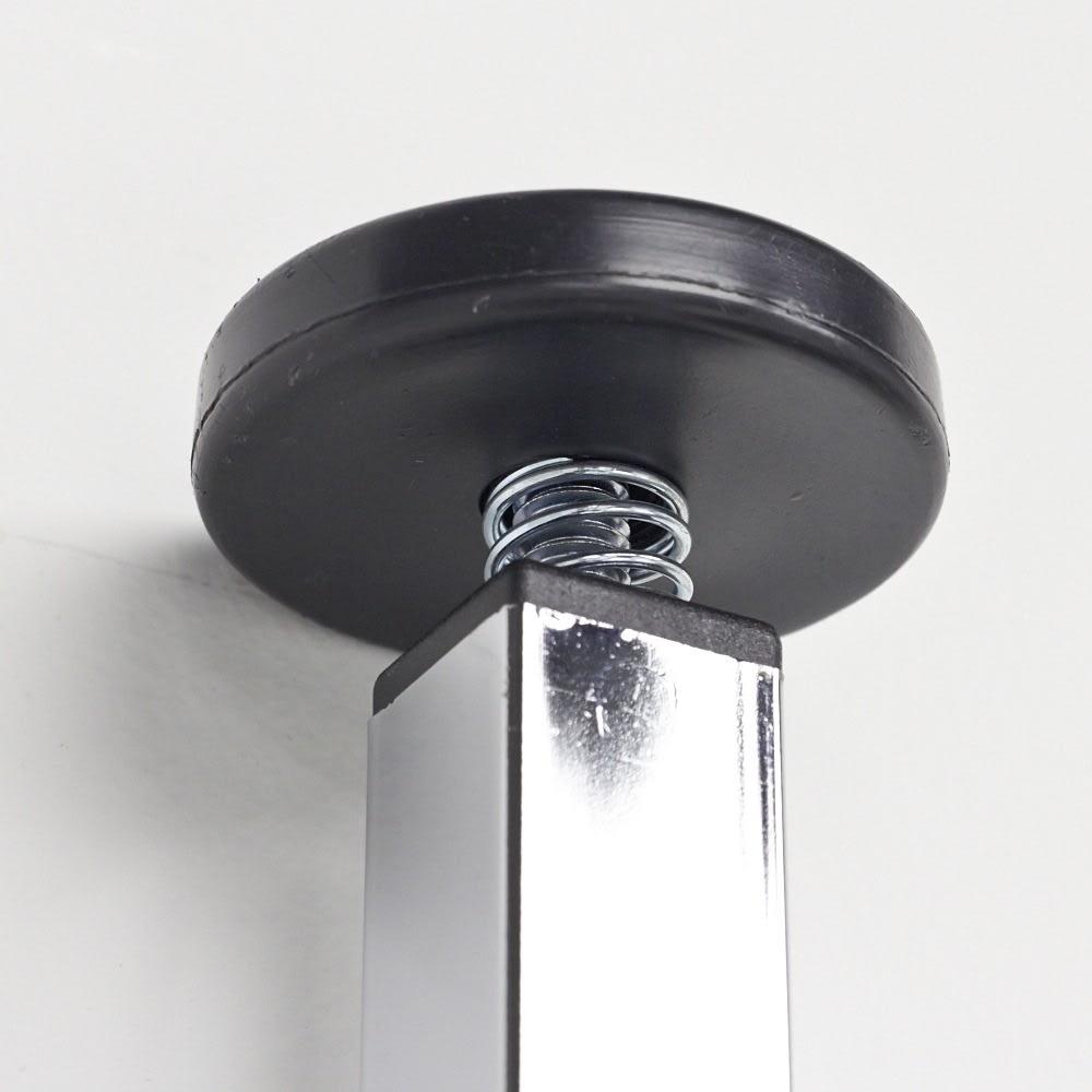 Varie(バリエ) クローゼットハンガーラック 幅120cm~200cm対応 突っ張り部分のアップ。天井にやさしく突っ張り、安定して設置できます。