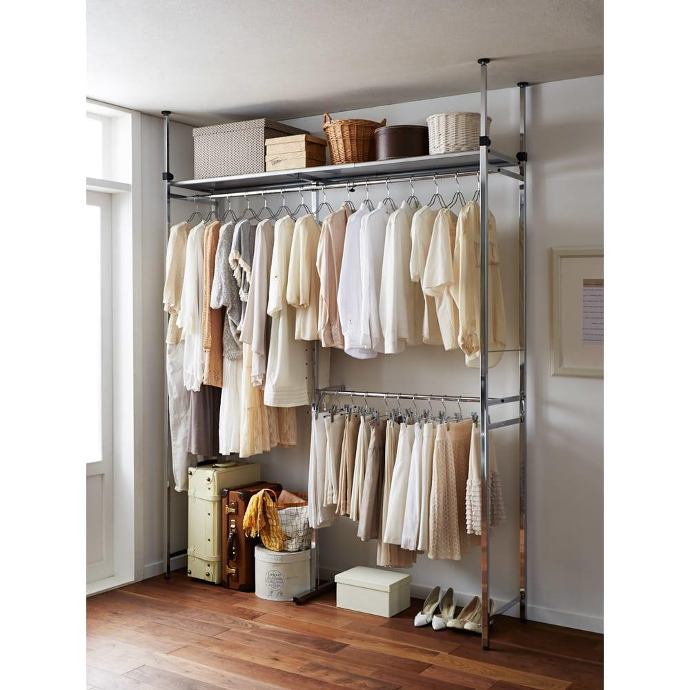 Varie(バリエ) クローゼットハンガーラック 幅120cm~200cm対応 片側にジャケットやスカート、もう片側にワンピースやコートなどのロング丈と分けて収納できます。(※左右どちらにでも設定できます)
