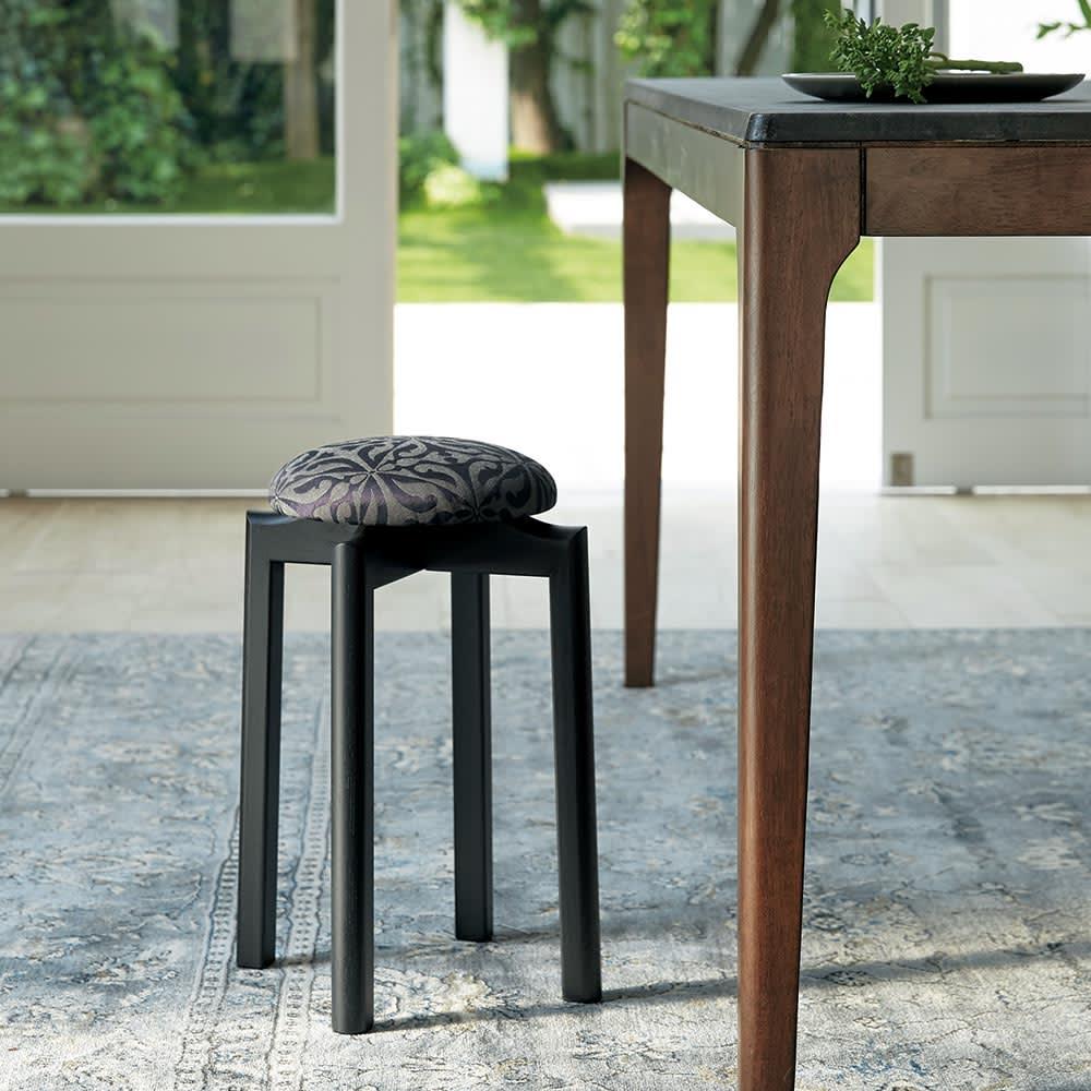 HOUSE STYLING別注マッシュルームスツール[TAKUMIKOUGEI・匠工芸] 高さ40センチタイプはテーブル横などに合わせやすい、一般的なチェアなどと同じ高さ