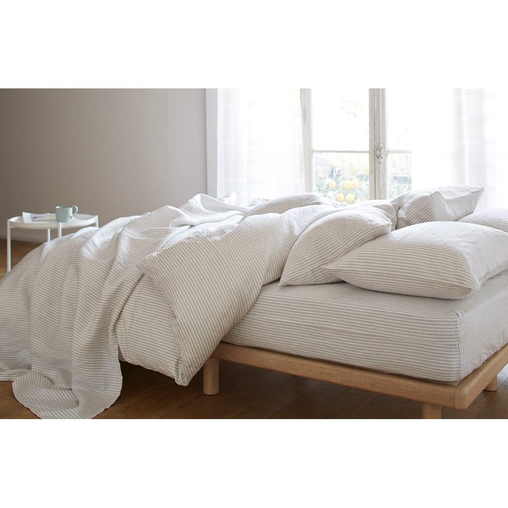 French Linen/フレンチリネン ヘリンボーン織カバーリング ベッドシーツ [コーディネート例](ア)グレー ※お届けはベッドシーツです。 吸湿・速乾性に優れたリネンを、少し厚めに仕上げたので、夏だけでなく通年快適にご使用していただけます。