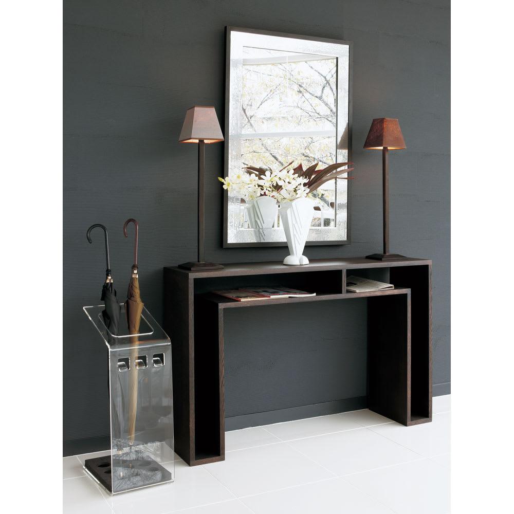 SHOJI/ショージ オケージョナルテーブル 幅116cm高さ72cm リビングテーブル/サイドテーブル[abode・アボード/デザイン:ウー・バホリヨディン] [コーディネート例]ダークブラウン:玄関やリビングルームをミニマリストなスタイリングに。風格の漂うコンソールテーブルです。