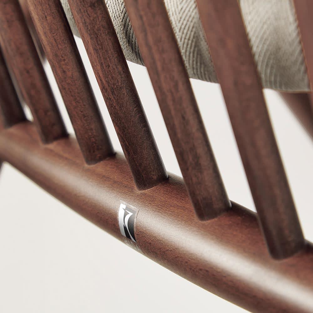 CASCADA/カスケード HOUSE STYLING別注チェア[HIDA・飛騨産業] 一本ずつシェイプしたスポークの精巧さ、繊細なラインは家具職人の手仕事ならでは。