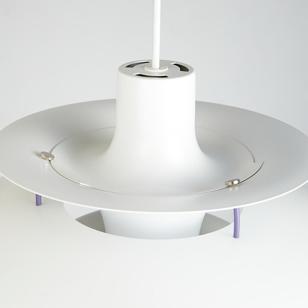ペンダントライト PH 5 [Louis Poulsen・ルイスポールセン/デザイン:ポール・ヘニングセン] 上部。上部分を回転することで取り外しが可能です。取り外して電球の付け替えや拭き掃除ができます。