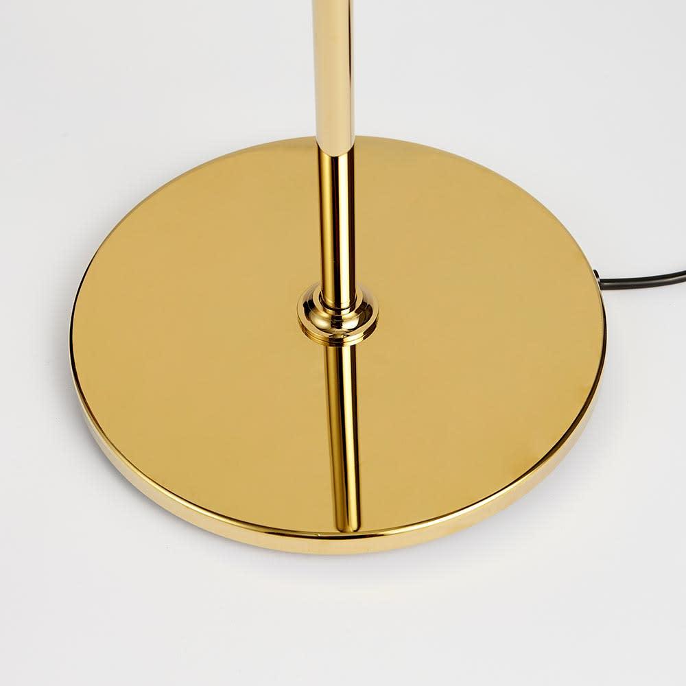 フロアライト PH 3 1/2-2 1/2[Louis Poulsen・ルイスポールセン/デザイン:ポール・ヘニングセン] 下部は真鍮プレート。ミラーのように映り込むつややかな仕上がり。