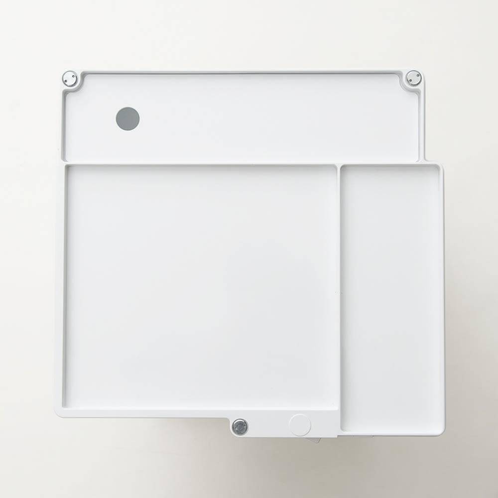 Boby Wagon/ボビーワゴン イエロー・グレータイプ[B-LINE・ビーライン/デザイン:ジョエ・コロンボ] 天板のスペースは3つに分かれているので、文房具やスマートフォンなど定位置を決めるのに便利です。(写真は別色ホワイトタイプ)