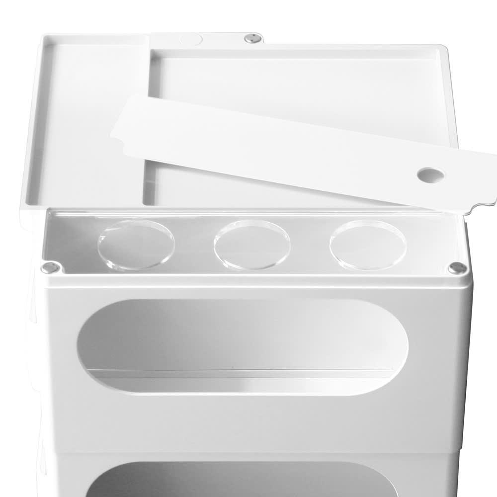 Boby Wagon/ボビーワゴン 専用カップホルダーセット[B-LINE・ビーライン/デザイン:ジョエ・コロンボ]) 取付イメージ。天板の一部を外し、クリア色のホルダー用の板を設置します。