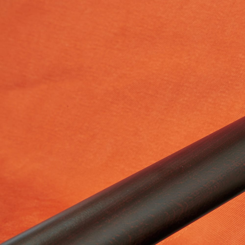 Nychair X ニーチェア エックス [Takeshi Nii/デザイン:新居猛] 張り地:レンガ 肘掛けは天然木、張り地には丈夫さに定評のある倉敷帆布と、自然素材の温もりあるコンビネーション。