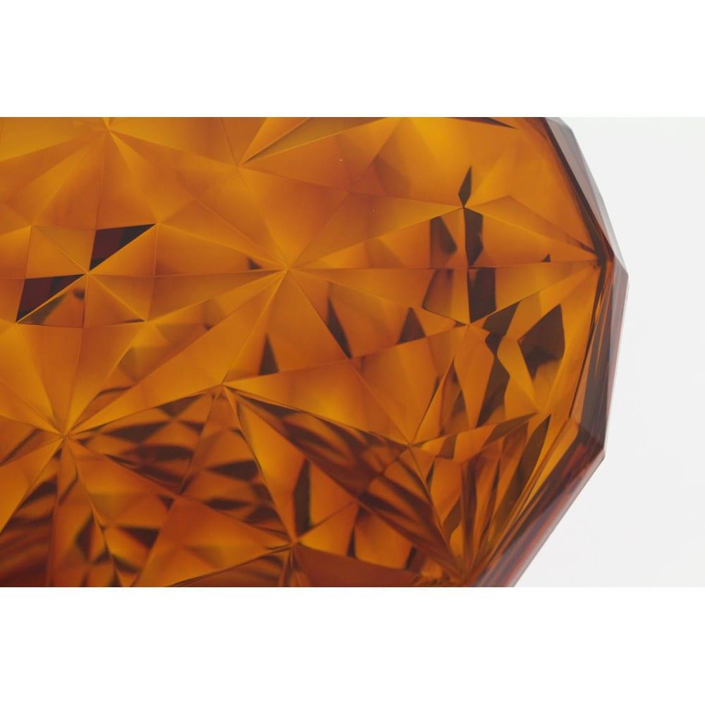 Stone/ストーン スツール [Kartell・カルテル/デザイン:マルセル・ワンダース] クリスタルガラスのカッティングのような繊細さが魅力です。