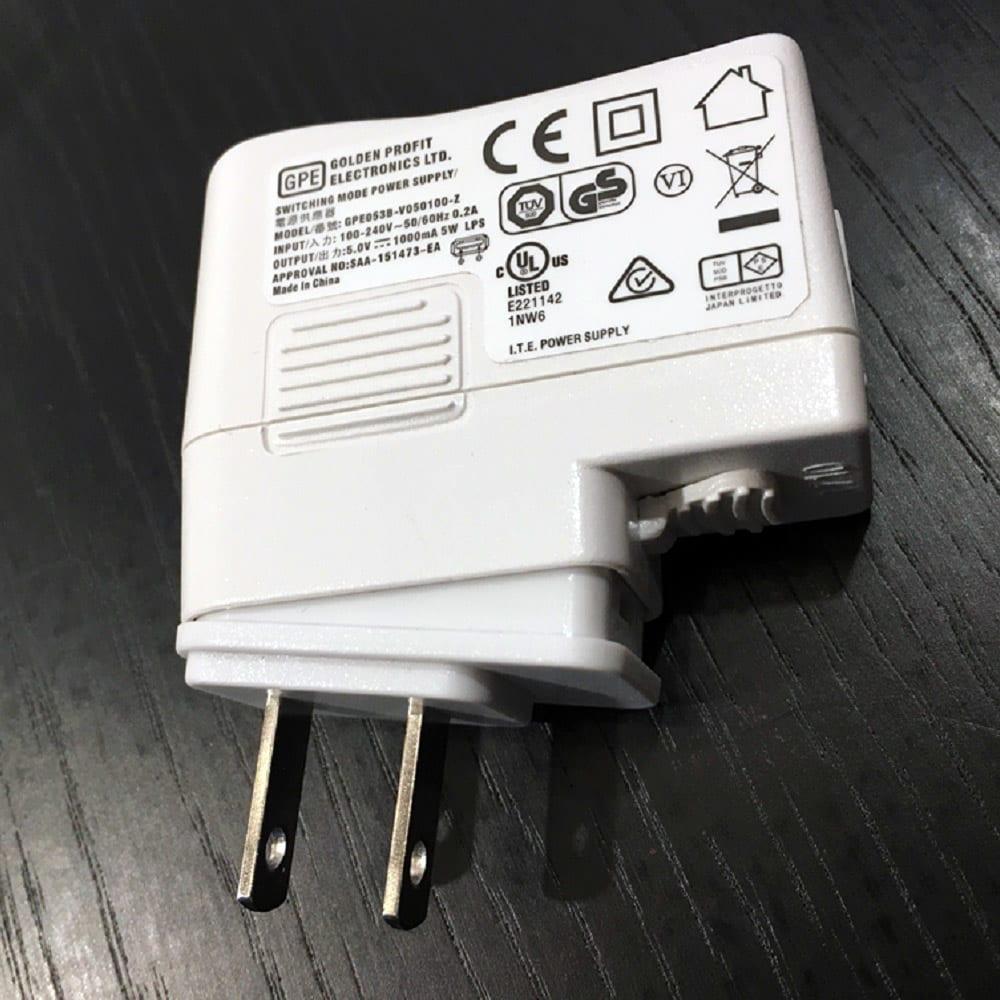 Battery/バッテリー 充電式テーブルランプ・テーブルライト [Kartell・カルテル/デザイン:フェルーチェ・ラヴィアーニ] プラグのパーツを取り付ける際は画像の向きから先に入れて、カチッと音が鳴るまで強く押し込んでください。