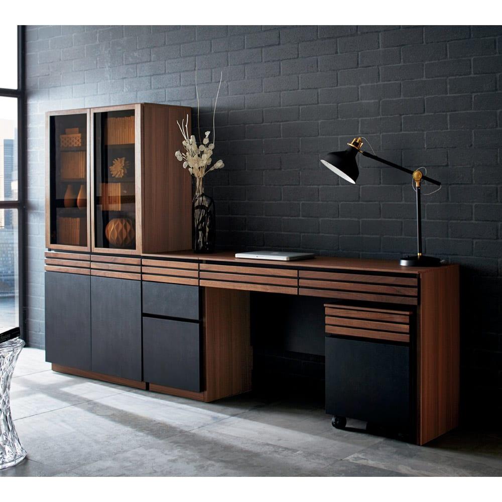 AlusStyle/アルススタイル 薄型ホームオフィス デスク 幅120.5cm [コーディネート例] たっぷり収納キャビネットと合わせて、本格的な書斎として。