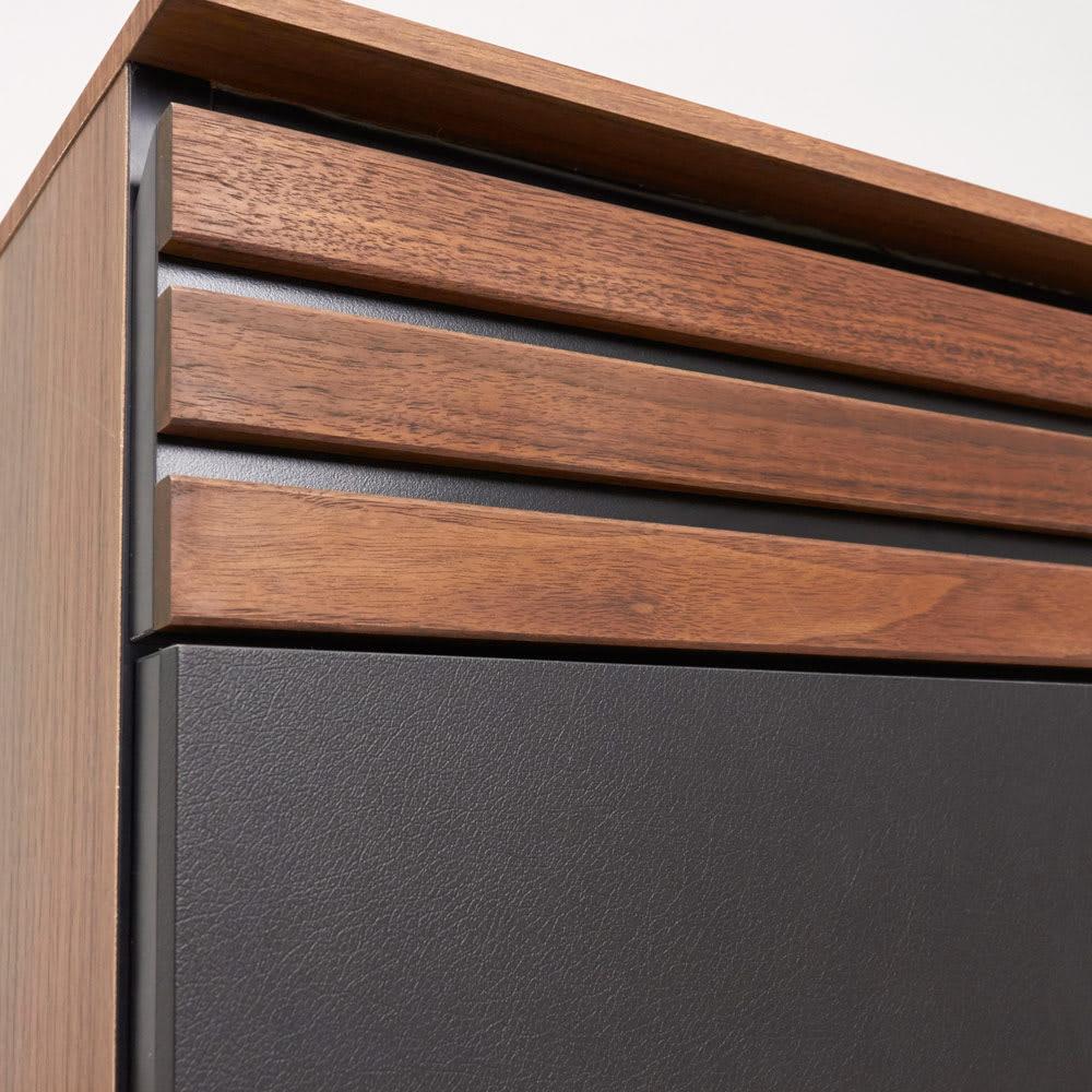 AlusStyle/アルススタイル 薄型ホームオフィス サイドチェスト 引き出し前面にウォルナット無垢材とレザー調の表面材を組み合わせた高級感あるデザイン。