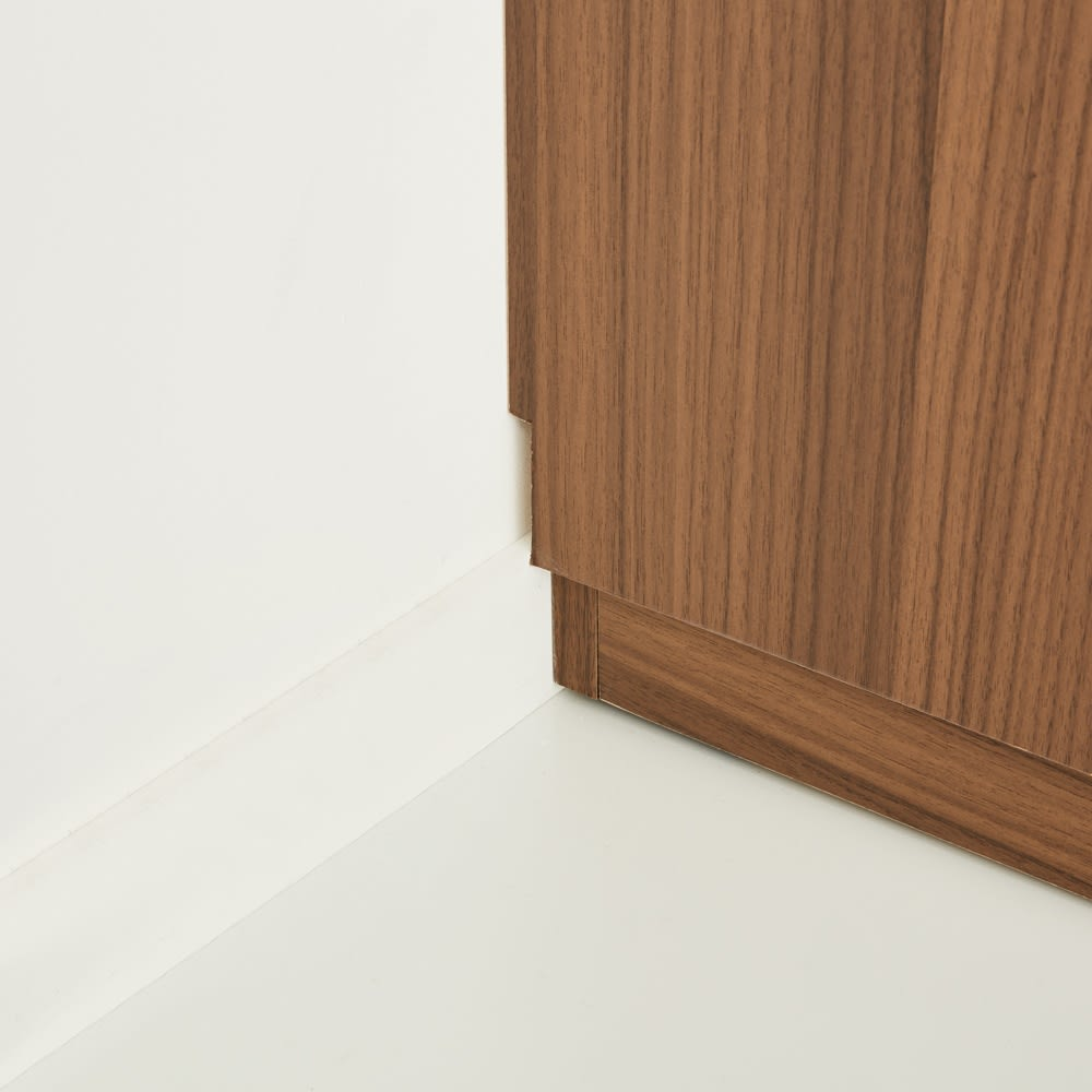 AlusStyle/アルススタイル 薄型ホームオフィス ブックシェルフ幅80cm 背面は幅木カット仕様で壁にぴったり設置可能です。