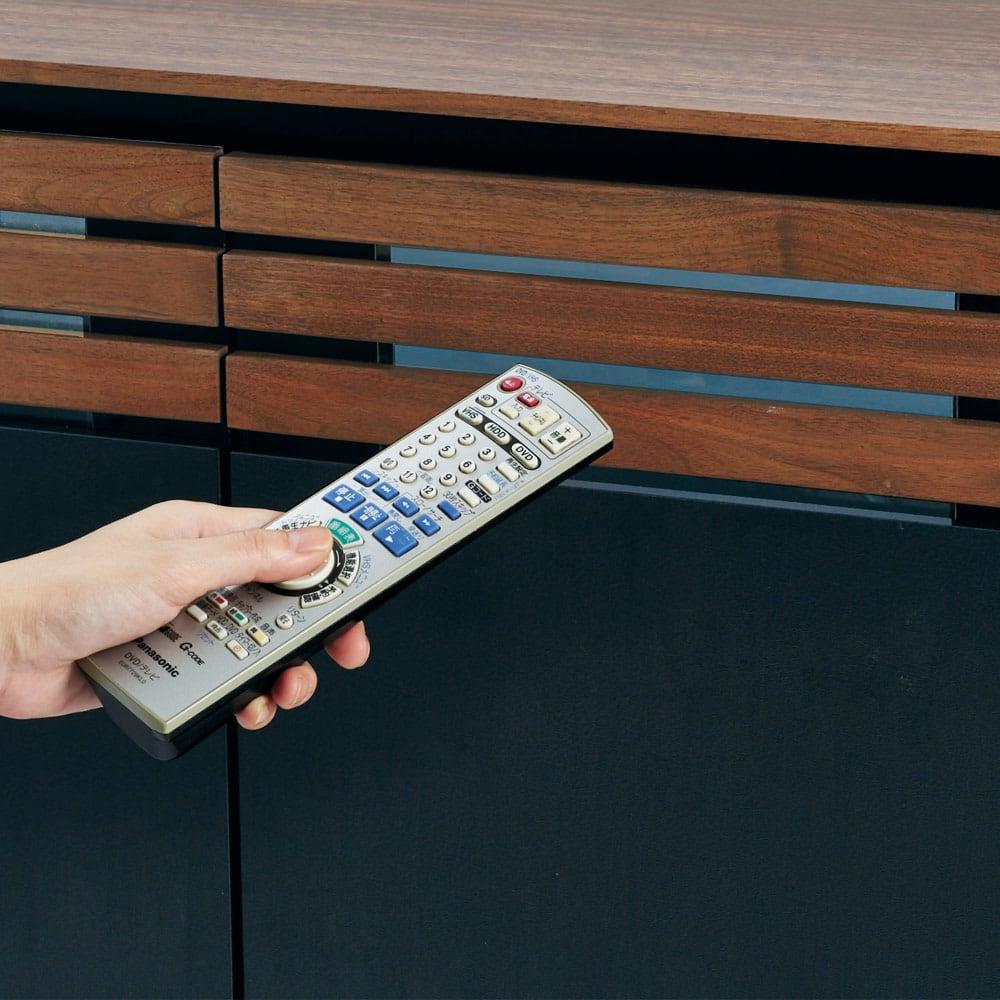 AlusStyle/アルススタイル リビングシリーズ ハイタイプテレビ台 幅80.5cm 扉を閉めたままでもデッキのリモコン操作が可能。