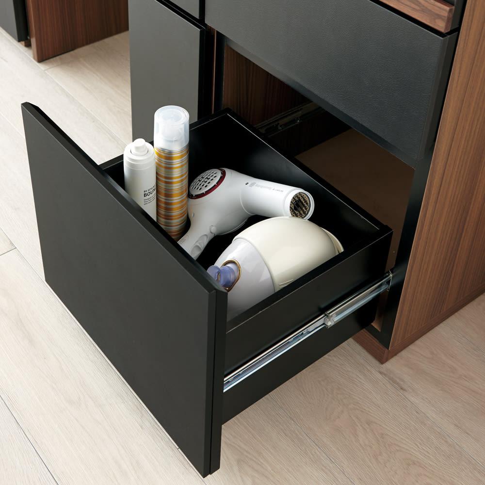 AlusStyle/アルススタイル 薄型ホームオフィス サイドチェスト A4ファイルや背の高い化粧品やスプレーなどのボトル類も収納できます。