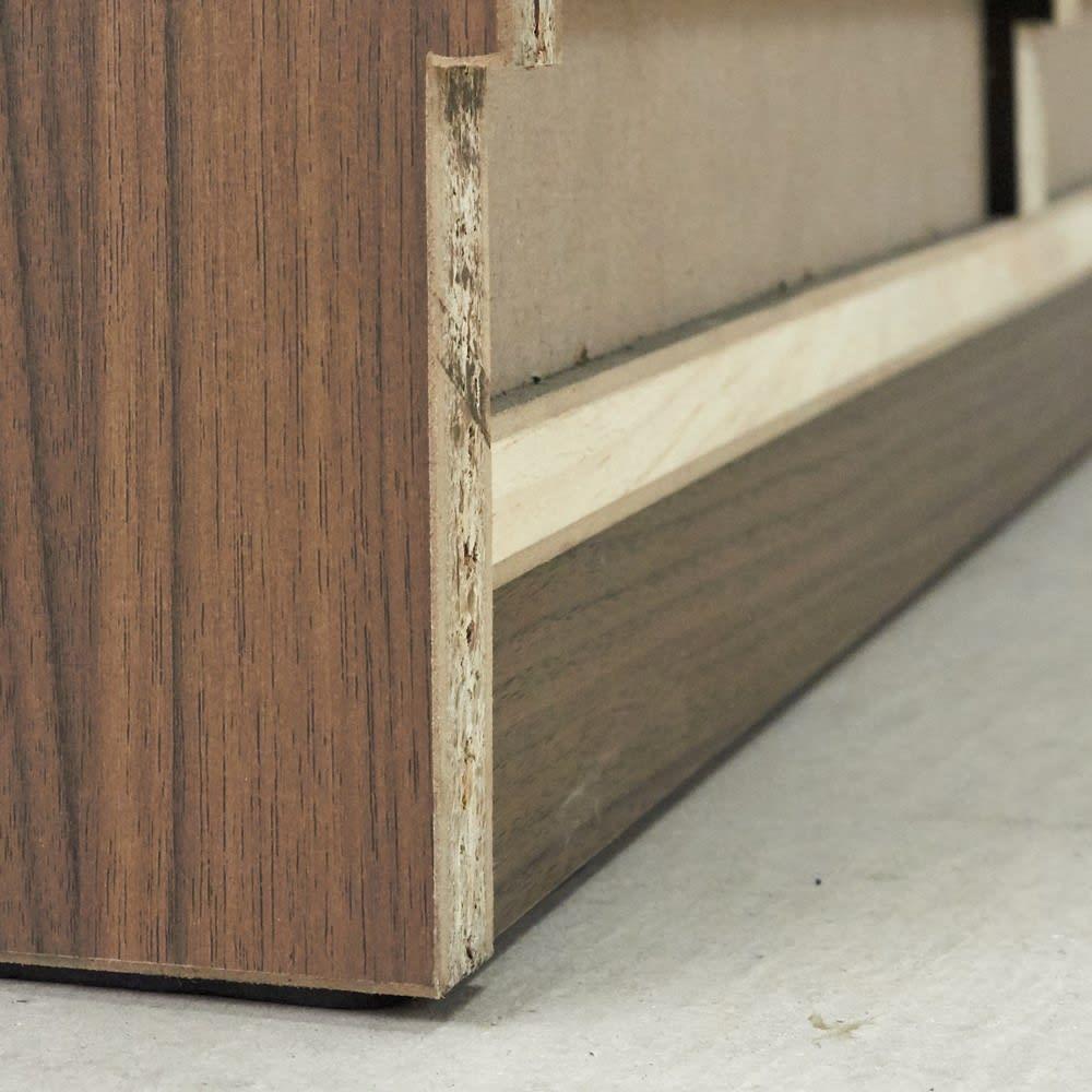 AlusStyle/アルススタイル カウンター下収納庫 3枚扉 幅120cm高さ84.5cm 本体を壁に寄せて設置しやすいよう、幅木カット処理を施しています。
