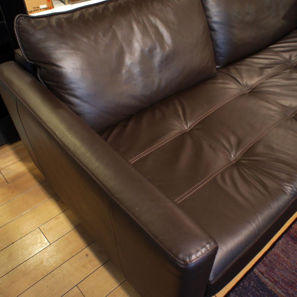 総革張り・レザーソファシリーズ コーナーソファーセット(座って右)[LX コレクション] 皮革メーカーとしても名高いファクトリーで生産され、その中で厳選された0.9~1.1mm厚の牛革を使用しています。