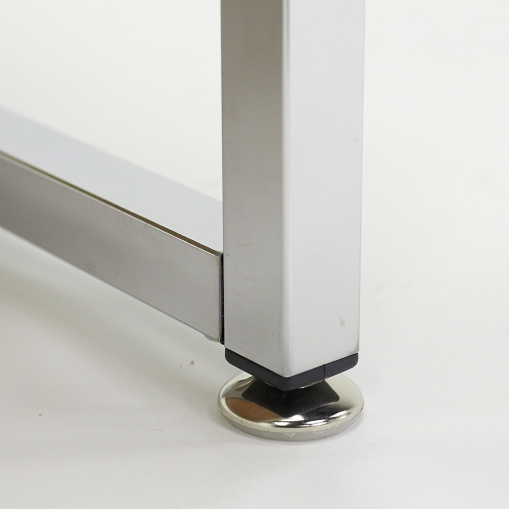 収納スペース付き リフトアップセンターテーブル 脚部には床を配慮したアジャスター付き。