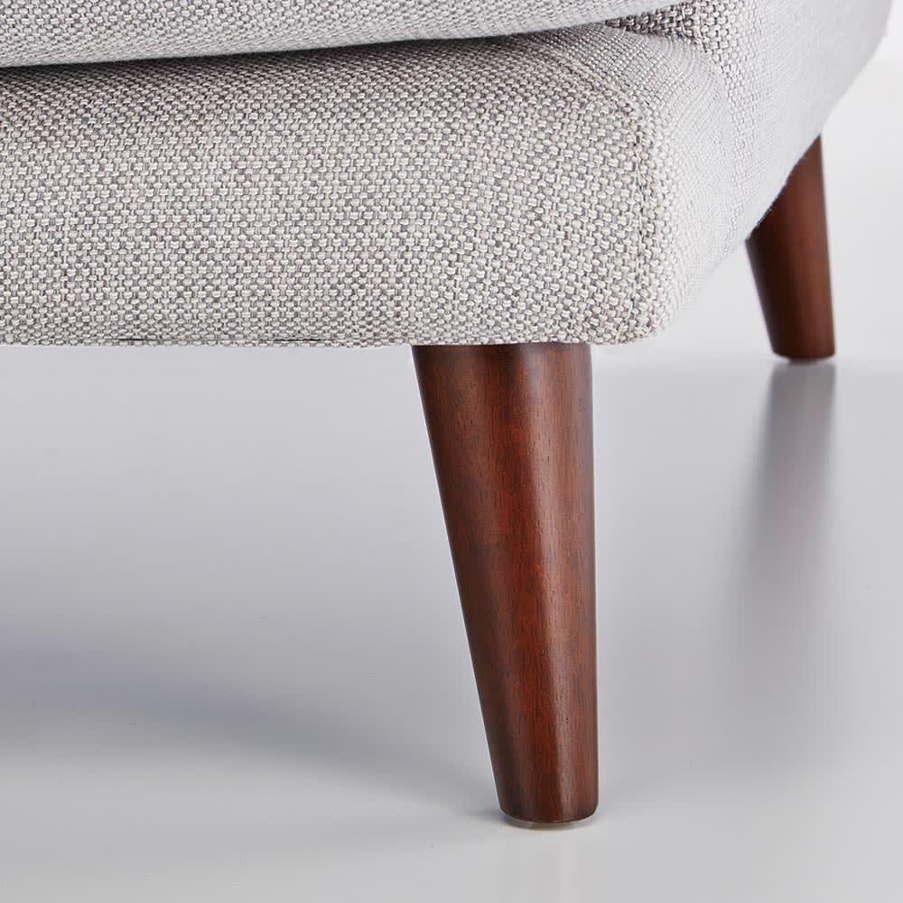 Gufalda/グゥファルダ ユーロデザインソファ 3人掛け 幅209cm 奥行95cm 高さ84cm 脚部には木脚を使用。スタイリッシュな容姿を更に演出しています。