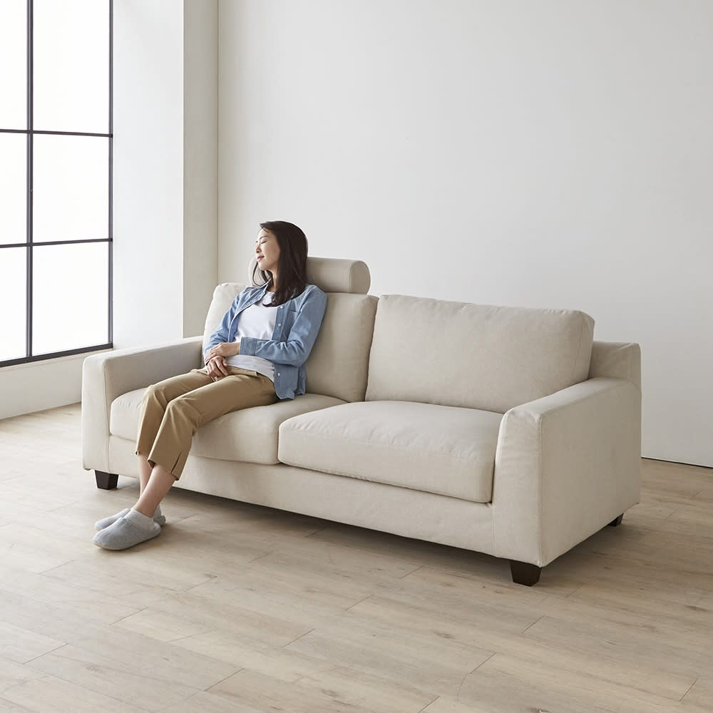 Monista/モニスタ カバーリングフェザーソファ オットマン フェザーを使用しているのでゆったりとした座り心地を体感できます。