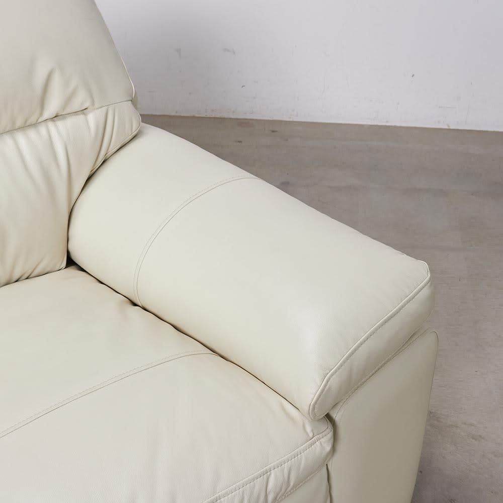 2人掛け Sediangelo/セディアンジェロ スーパーソフトクッション レザーソファ (ラブソファ) 肘部分は綿入りでふっくらとしています。
