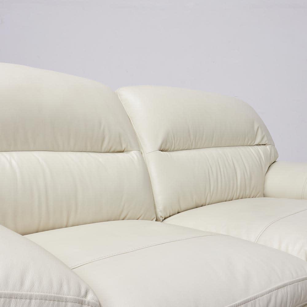 2人掛け Sediangelo/セディアンジェロ スーパーソフトクッション レザーソファ (ラブソファ) 背もたれ部分にも綿をたくさん使用することでソフトな受け心地を味わうことできます。