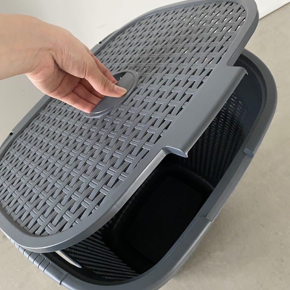 蓋付き 樹脂製 バスケット  50L ヨコ 手前からも、上部の蓋の取っ手でも開けます。