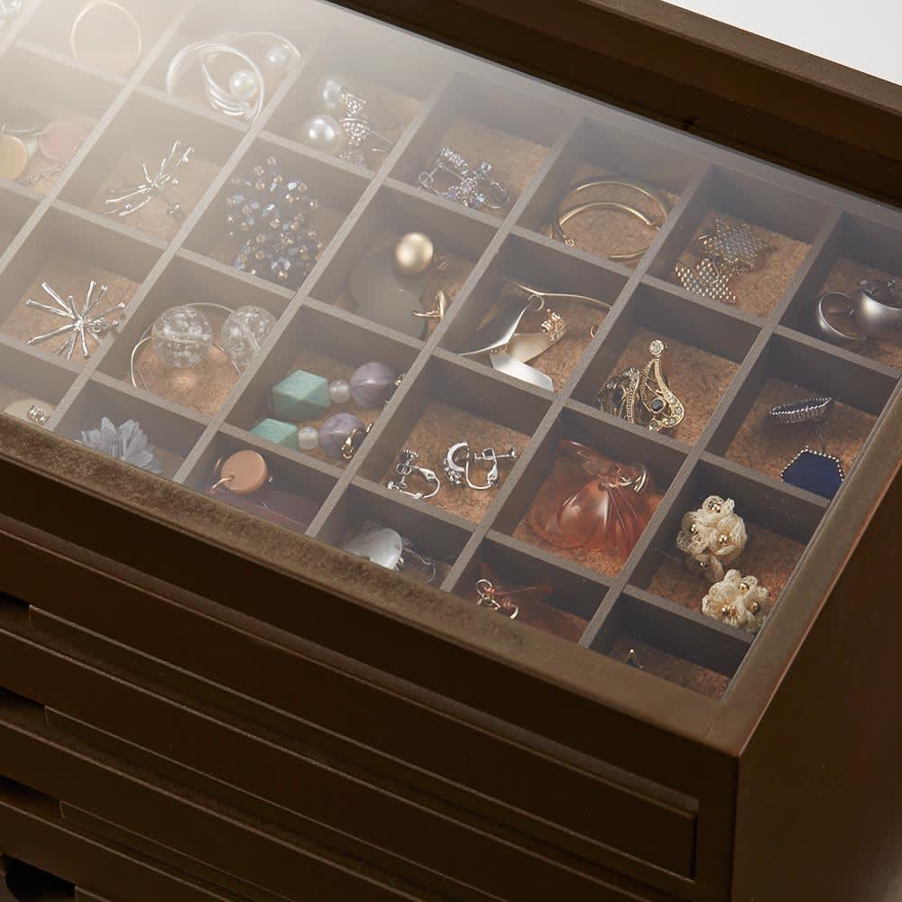 ディスプレイジュエリーボックス 幅40 cm 天板はアクリル製。上から見える1段目のアクセサリーを、おしゃれに飾ることができます。