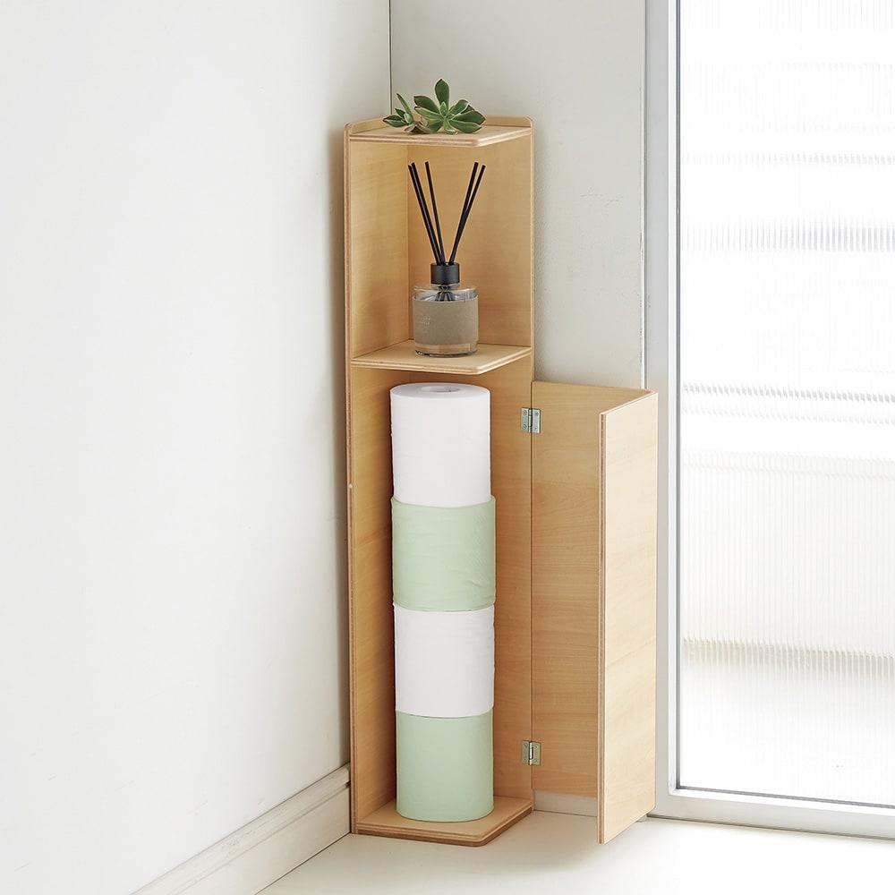 省スペースでおしゃれに収納をプラス!トイレ コーナースリム収納 上扉付き 下扉内部にはトイレットペーパーが4個、またはブラシなどが入ります。※画像は上扉なしタイプです。