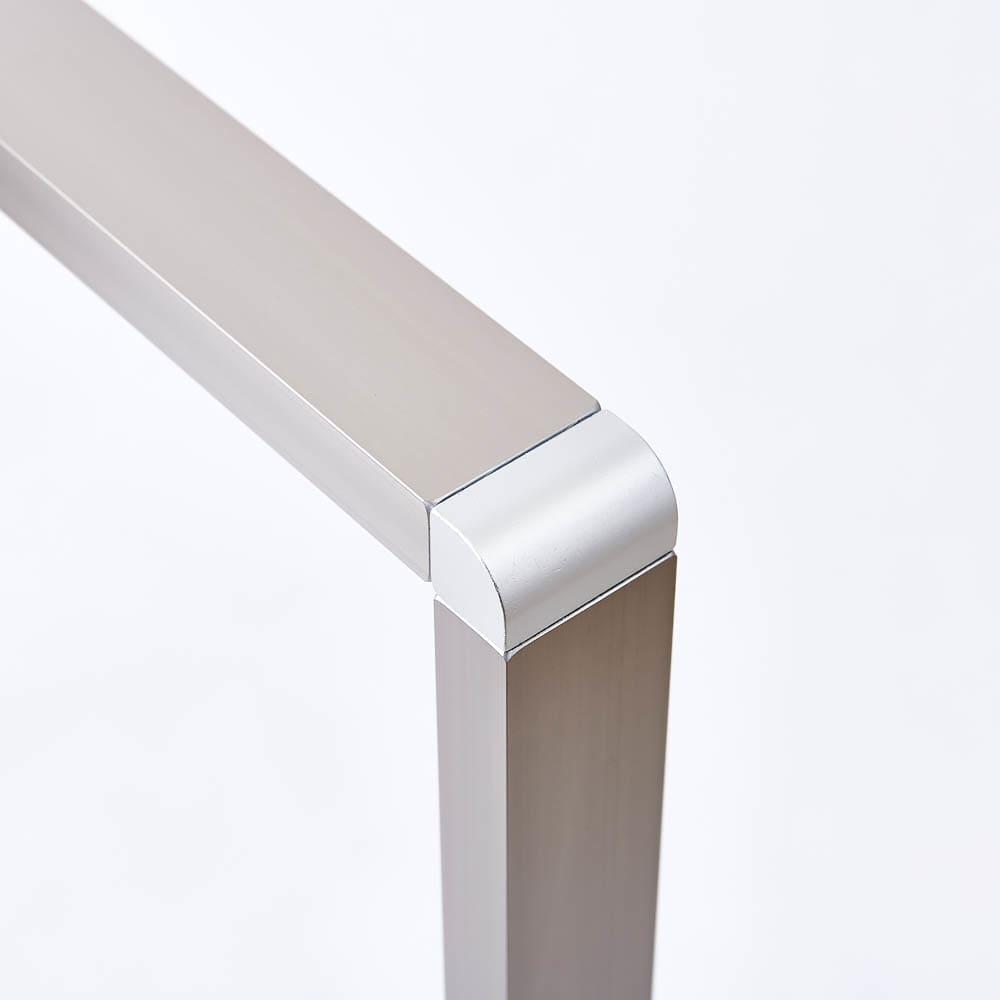 アルミ製 薄型ランドリースタンド3連 (室内 屏風型物干し) アルミフレーム製の生活感のないデザインで、すっきりとした見た目もおしゃれです。