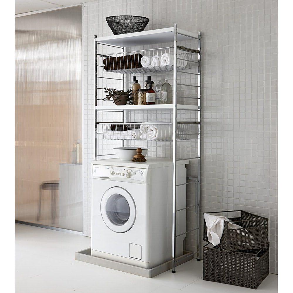 モダンランドリーラック 棚2段スライド引き出し2杯 ホワイト 洗濯機上の空間を有効活用して収納を増やせます。清潔感のあるモダンなランドリー空間が演出できます。