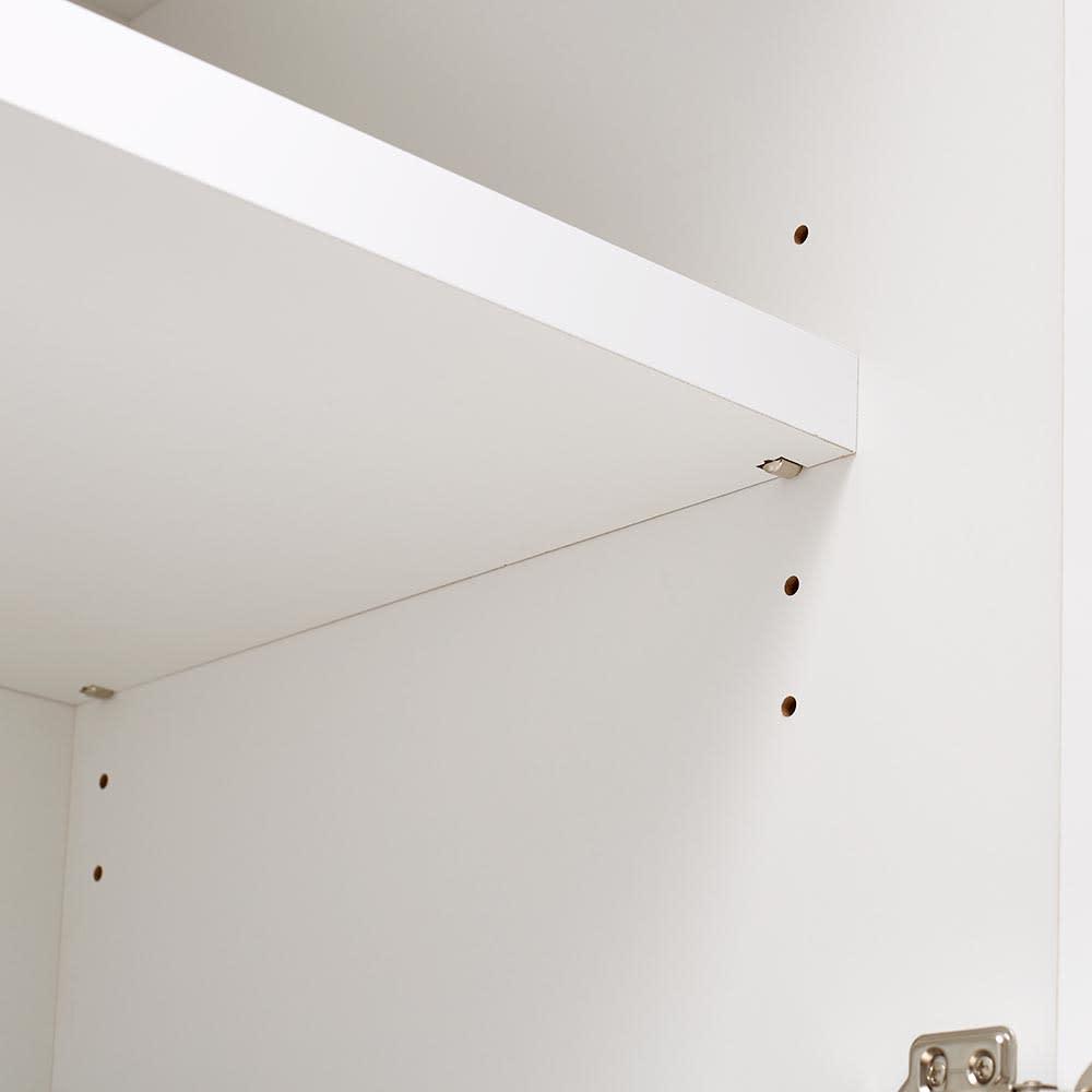 Maryam/マリアム ハウスキーピング 段違い棚収納庫 幅57.5 上下の扉内部には可動棚付き。3cmピッチで高さ調節できます。