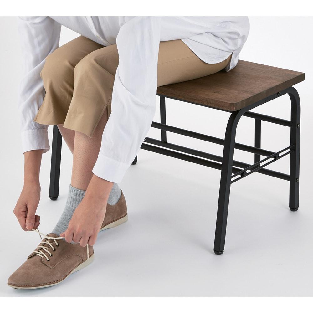 ラバーウッド玄関ベンチ 幅85 座ってラクな姿勢で靴が履けます。