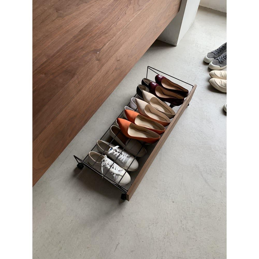 シューズボックス下ワゴン シューズワゴン 散らかりがちな玄関の靴をすっきり収納。